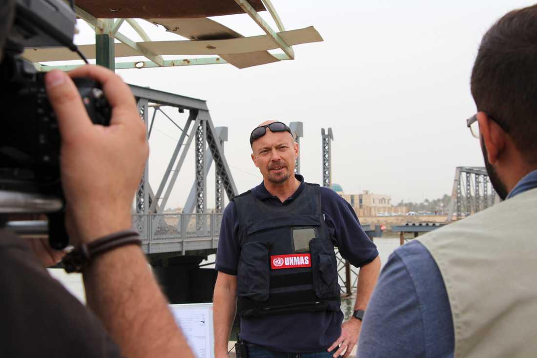 Svensken Pehr Lodhammar är chef för FN:s min- och ammunitionsröjare i Irak.