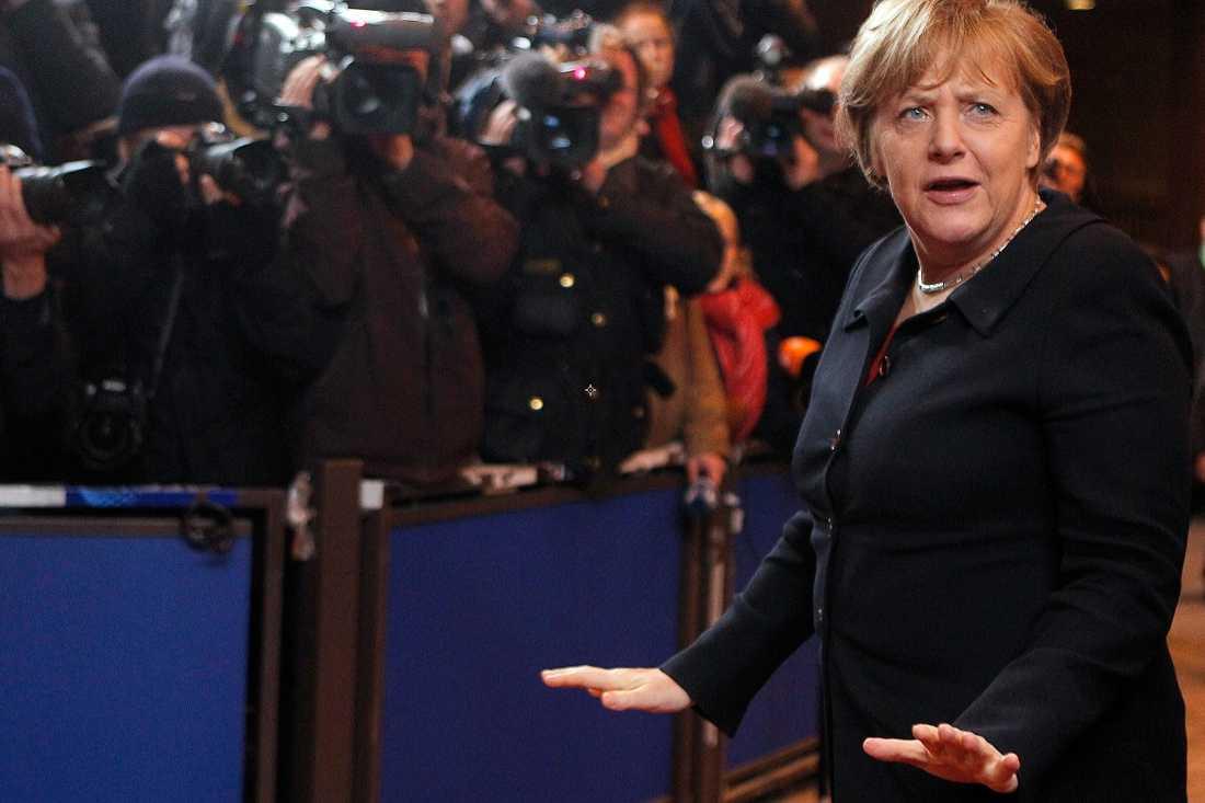 Hon som bestämmer Angela Merkel är den som håller i trådarna i EU. Men hon fortsätter att bestämma i linje med den felaktiga diagnos som skadat Europa.