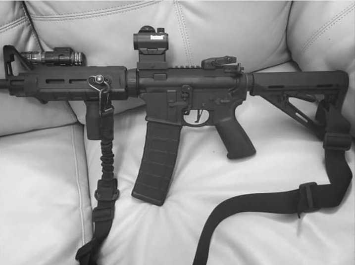 Skytten Devin Kelley lade upp bilder av vapen på sin Facebook.