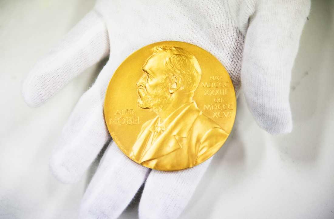 Ett manligt pris. Av årets Nobelpristagare återfinns bara en kvinna, fattigdomsforskaren Esther Duflo.