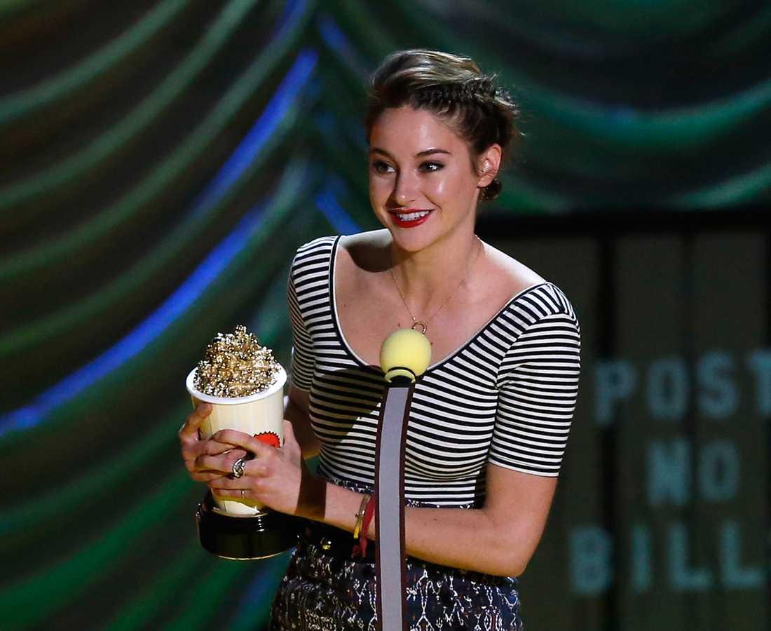 """Shailene Woodley fick priset för Best female performance i """"Förr eller senare exploderar jag""""."""