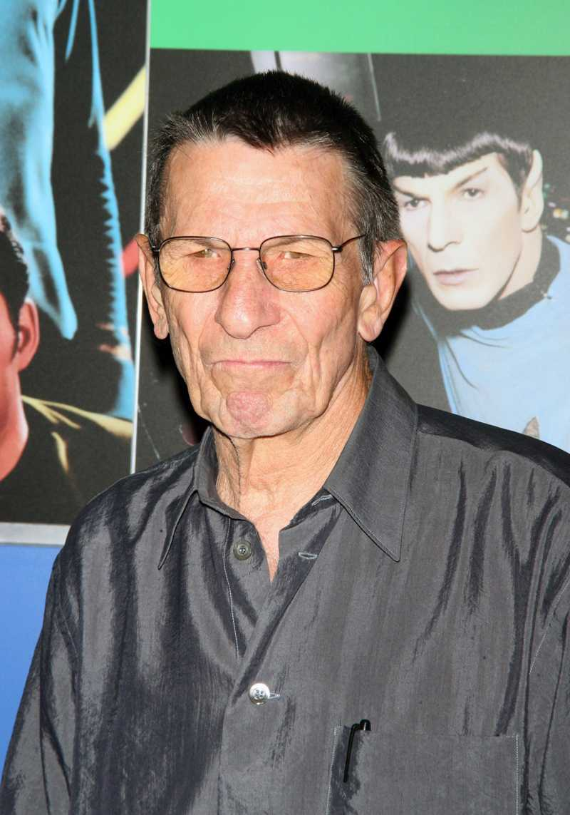 "Leonard Nimoy, även känd som Spock i ""Star trek: The original series""."