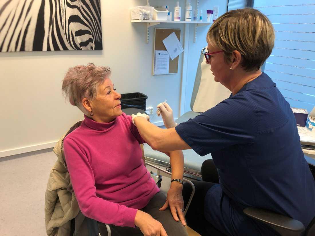 Ingrid Gunnarson var bland de första att vaccineras på kliniken i Västra Hamnen.