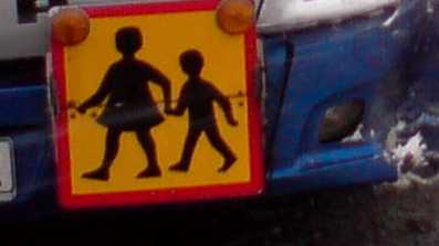 Pojkar och flickor får inte sitta tillsammans i skolbussen, enligt TV4:s Kalla fakta. Arkivbild.