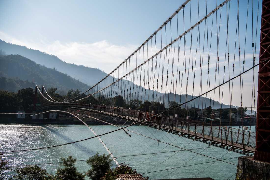 Gångbron över Ganges i Rishikesh.