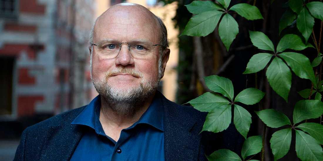 """Ola Larsmo (f. −57) är aktuell med romanen """"Översten""""."""