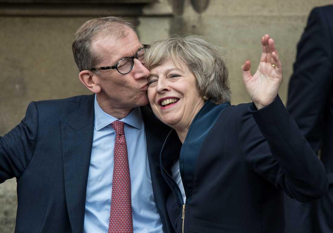 Fick en puss av sin man, Philip John May efter beskedet