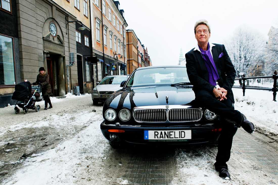 Författaren Björn Ranelid fick i alla fall inte problem med Transportstyrelsen.