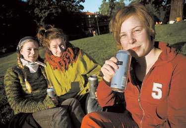 För mycket förbud Caroline Söderström, Beata Nordström och Veronica Holmström gäller det att planera nästa picknick rätt. I många av stans populäraste parker råder numera alkoholförbud.