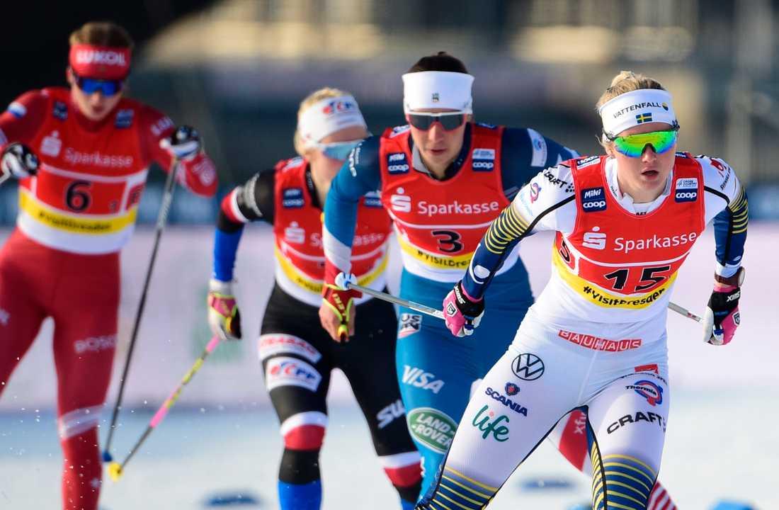 Linn Svahn, till höger, ligger tvåa i den totala sprintvärldscupen. Arkivbild.