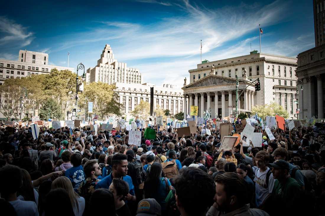 Med svenska klimataktivisten Greta Thunberg i spetsen demonstrerade tusentals människor i New York för en bättre miljö, tre dagar innan FN:s stora klimat-toppmöte.