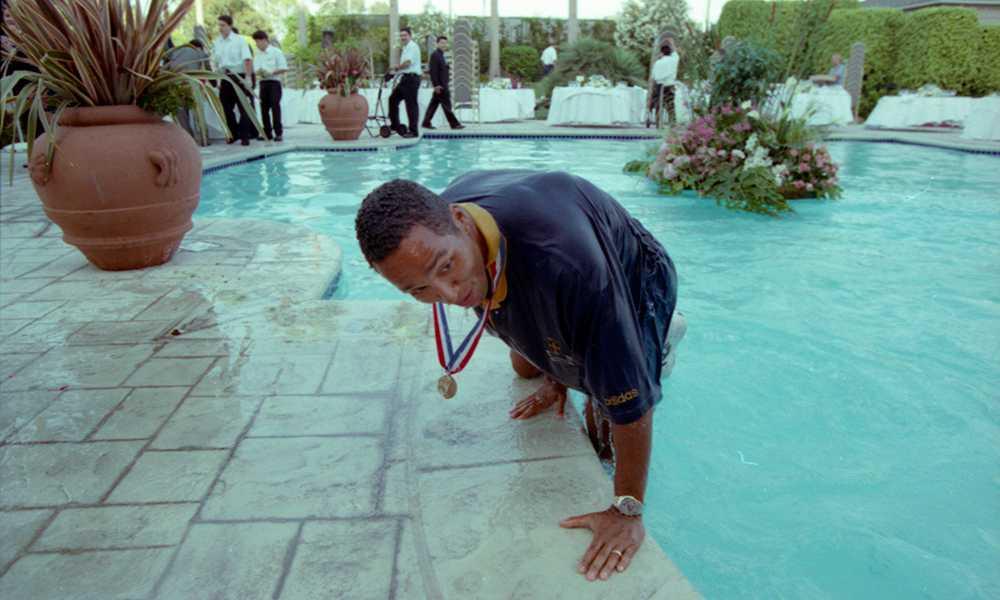 Även Martin Dahlin åkte ner i poolen. Med bronsmedalj och allt.