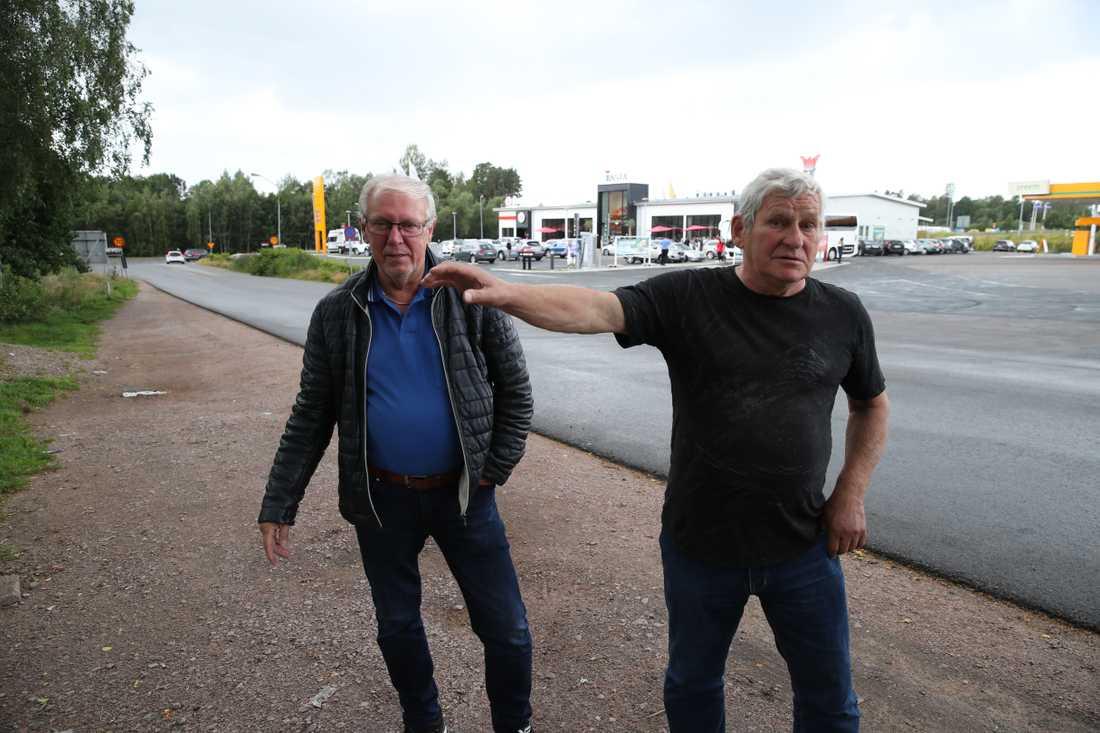 """Tord Falk och Sven-Erik Nilsson har hjälpt till i sökandet efter Gert Inge. """"Det är grymt att han blev mördad. Att han kanske blev ihjälslagen för en bil"""", säger Tord."""