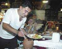 Testi kebab, kött och grönsaker som serveras i en kruka, är en god – men turistanpassad – rätt.
