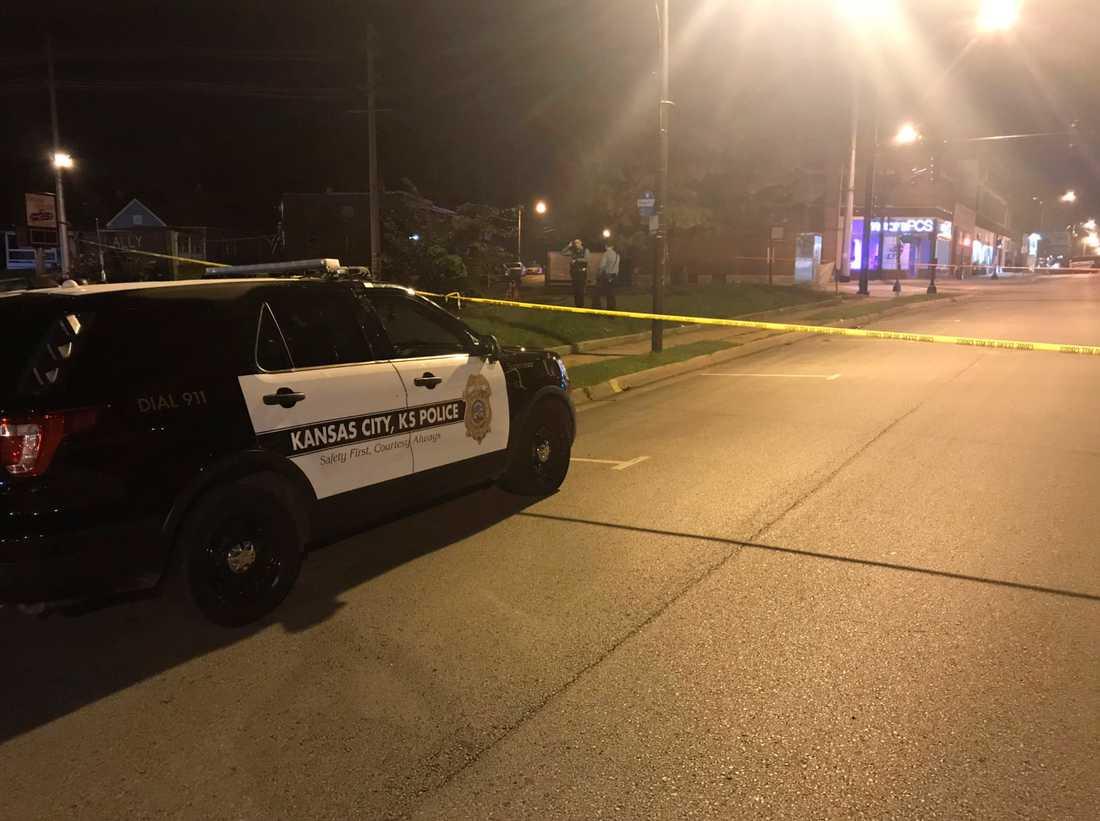 Polisavspärrning i Kansas City efter dödsskjutningen i en bar som dödade fyra och skadade fem.