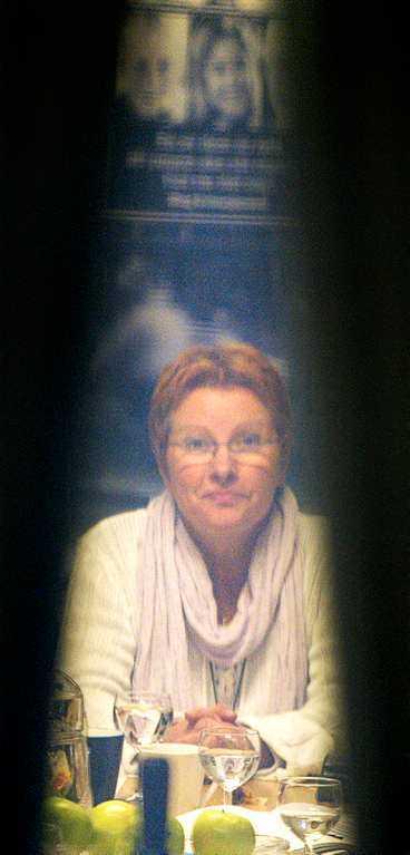 Ridå, Roks? Inatt satt Ireen von Wachenfeldt, ordförande i Roks, i krismöte - en tredjedel av kvinnojourerna kräver hennes avgång.