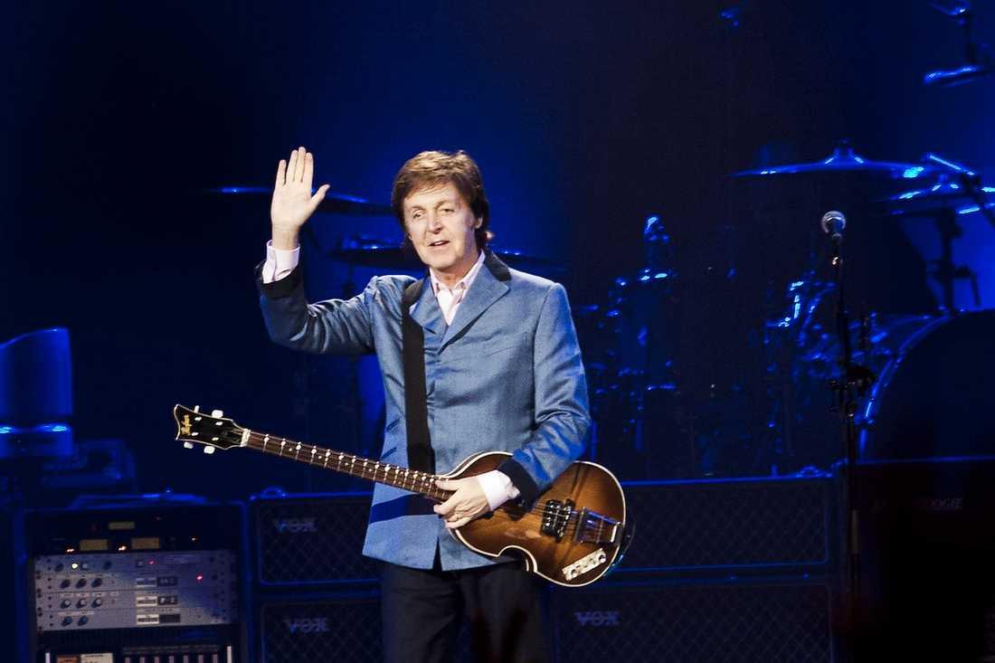 """BLACKBIRD DRABBAR HÅRT Paul McCartneys röst står sig – och bäst är den solo i """"Blackbird""""."""