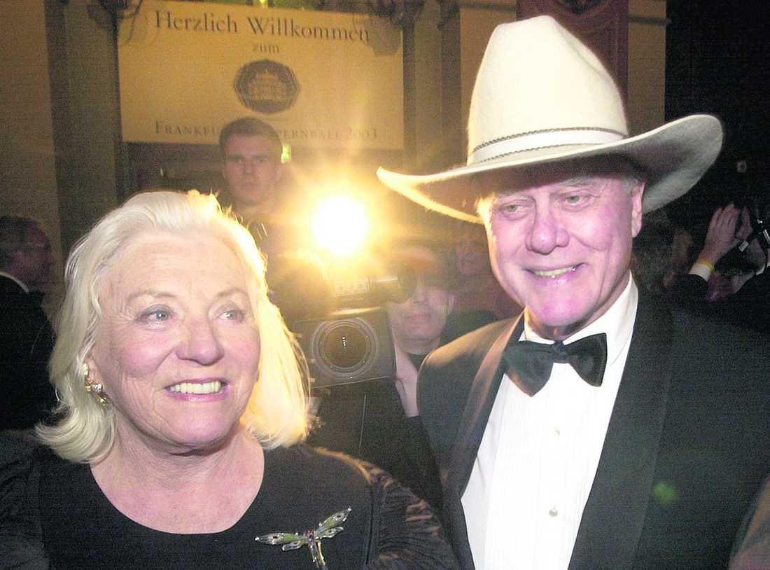 Larry Hagman och hustrun Maj tillsammans på en bild från 2003.