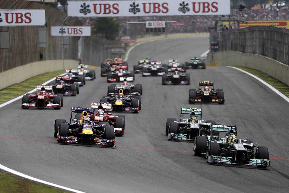 """Tappar fyra tiondelar/varvMarcus Ericsson är bland de tyngre Formel 1-förarna med sina 68 kilo. Jämfört med stallkollegan Kamio Kobayashi är han åtta kilo tyngre, något som gör en stor skillnad tidsmässigt. """"Det handlar om fyra tiondelar per varv, det är ett enormt handikapp på ett kval"""", säger Ericsson."""
