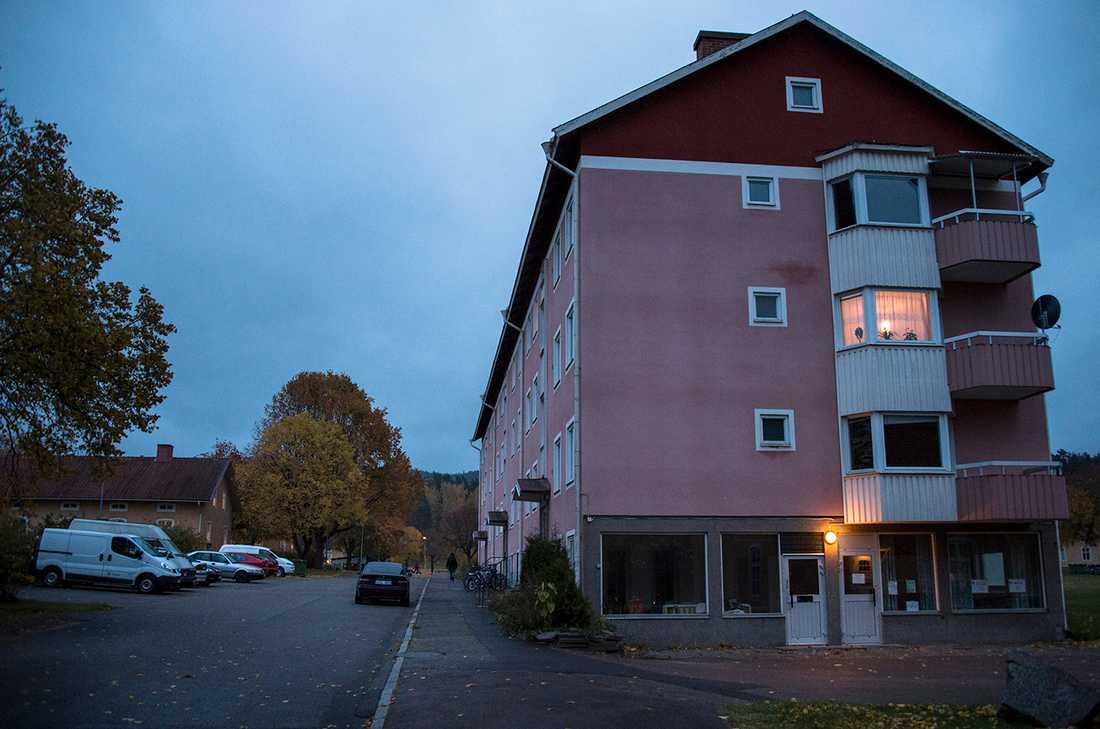 Kvarteret på Gärdet, där det skett överfall och fall av fönstertittning.