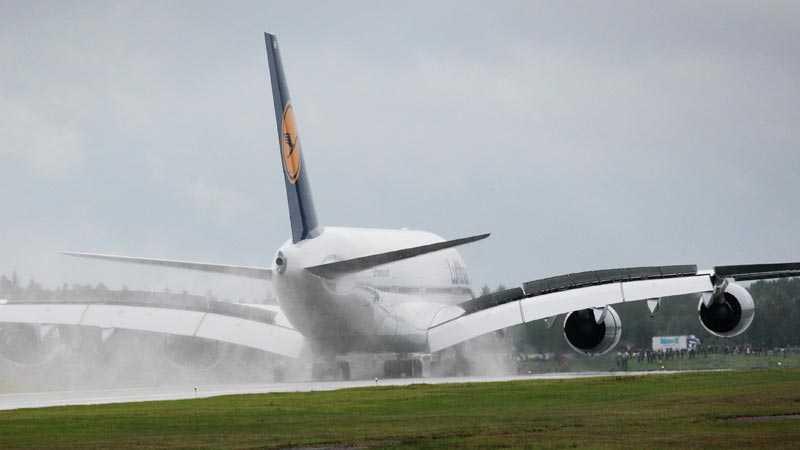 Arlanda kl 11,15 i morse För första gången landar en Airbus 380, världens största passagerarplan, på svensk mark.