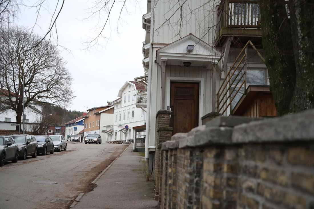 På torsdagsmorgonen gjorde Säkerhetspolisen insatser på flera platser i västra Sverige i samverkan med polisen och under ledning av Nationella operativa avdelningen (Noa). Ett av tillslagen gjordes i Lilla Edet.