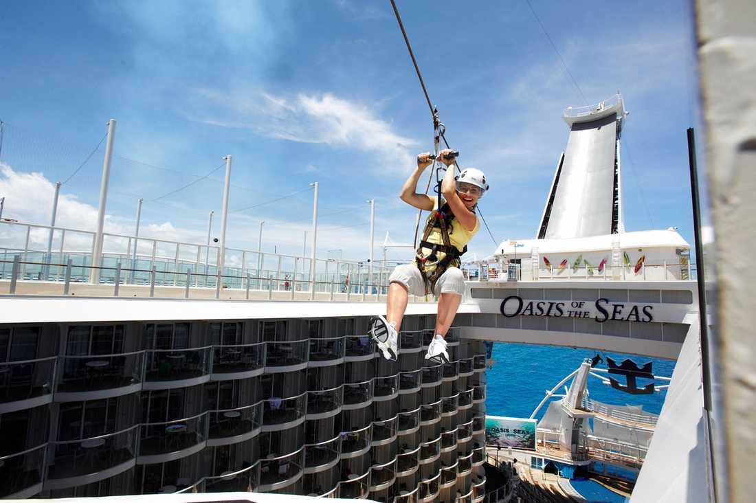 Massor med action på världens största kryssningsfaryg Oasis of the Seas.