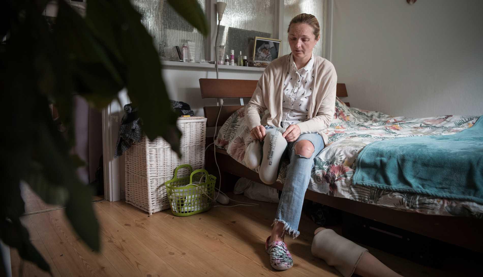 Iryna behövde amputera sitt högra ben efter terrordådet på Drottninggatan. Nu ska hon utvisas till Ukraina.
