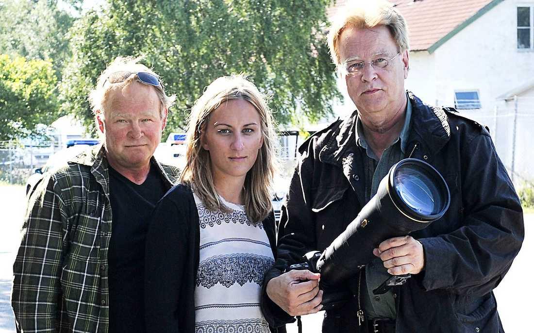 PÅ PLATS I ÅKERSBERGA Aftonbladets fotograf Lasse Allard, reporter Josefin Berglund och fotograf Per-Olof Sännås