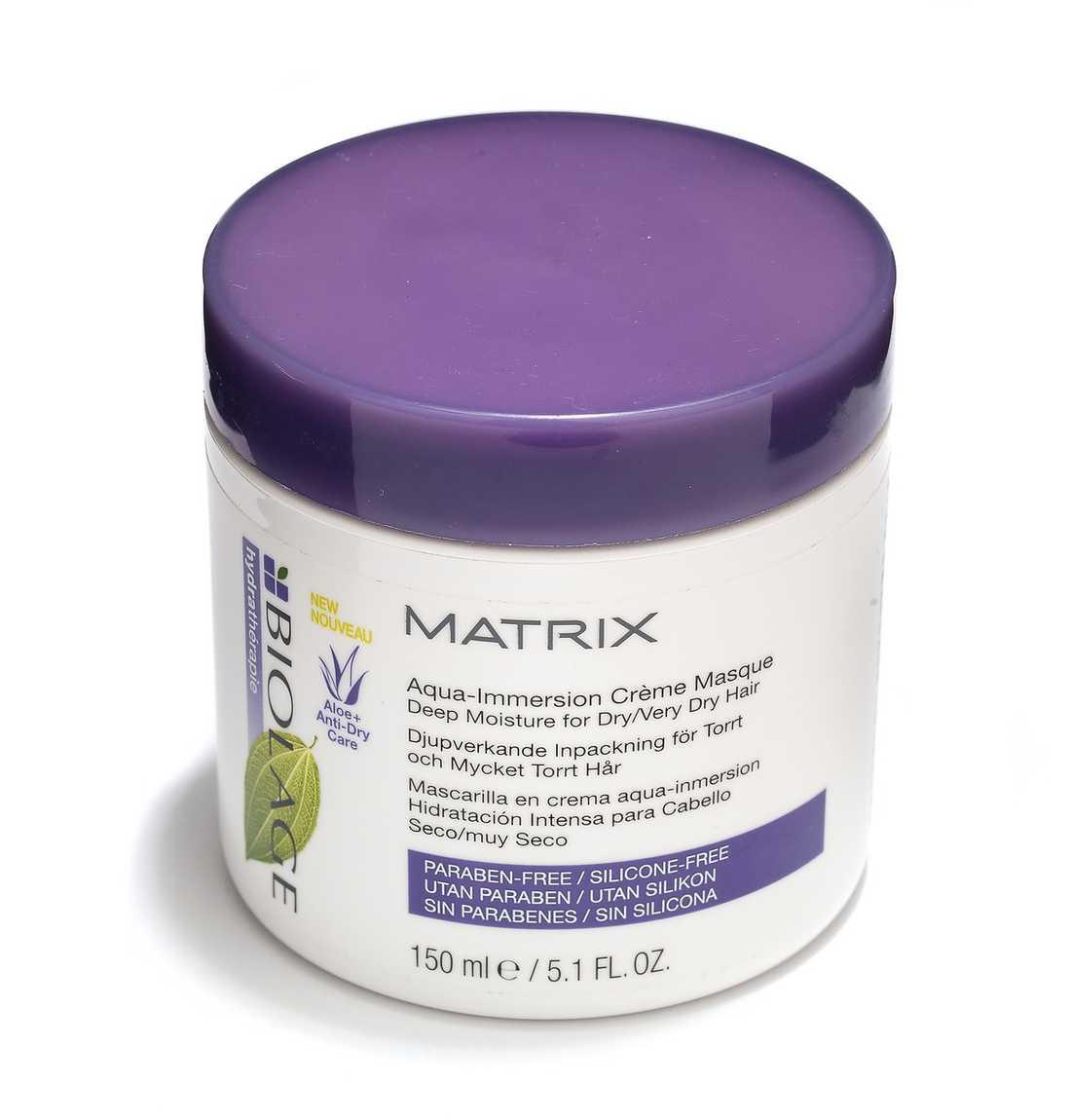 """""""Aqua-immersion crème masque"""" Paraben- och silikonfri treminutersinpackning för riktigt uttorkat och slitet sommarhår. Konsistensen är krämig och lättfördelad men svår att skölja ur. Resultatet är desto bättre: lättformat och blankt hår. 175 kr, Matrix."""