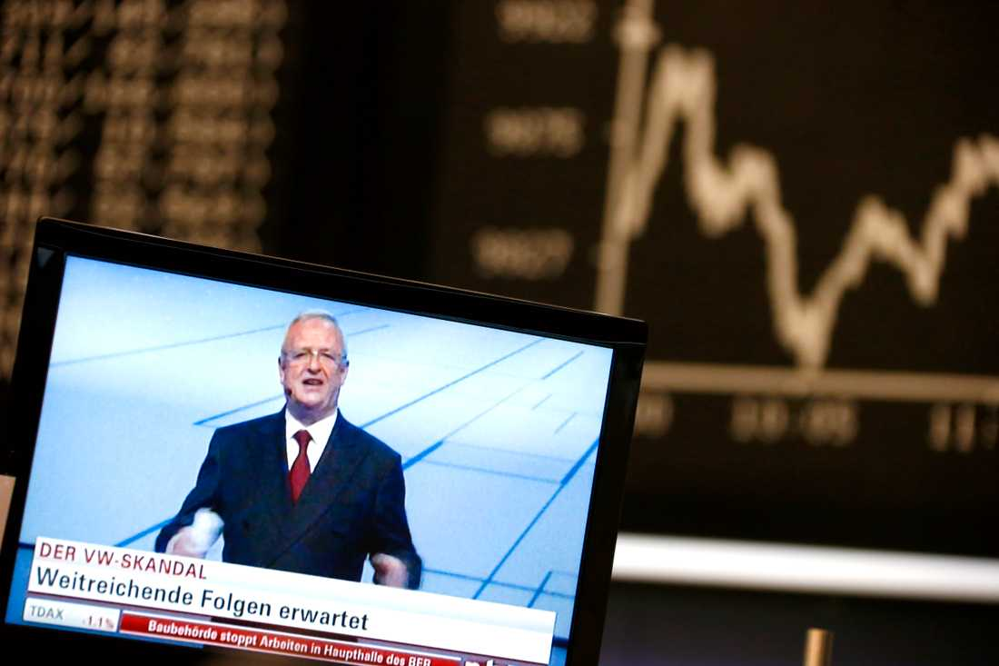 Volkswagens aktie störtdök på börsen i Frankfurt efter avslöjandet.