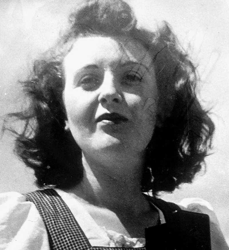 Eva Braun sköt sig, tog sömntabletter och svalde gift.
