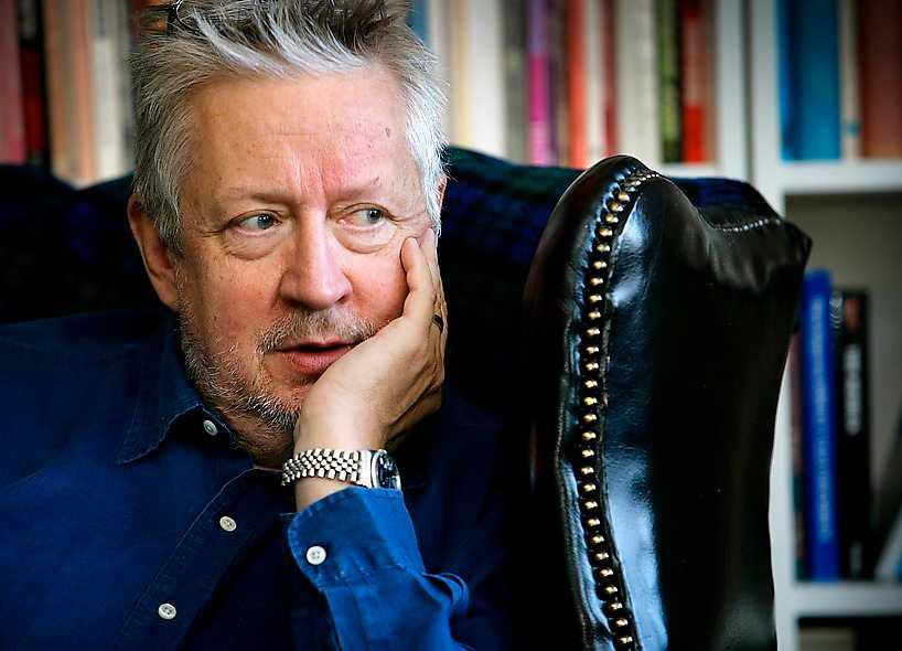"""""""Mängder. Säkert tjugofem stycken sedan början av sjuttiotalet. Problemet är att ingen läser dem."""" Leif GW Persson, september 2005, om han skrivit faktaböcker."""