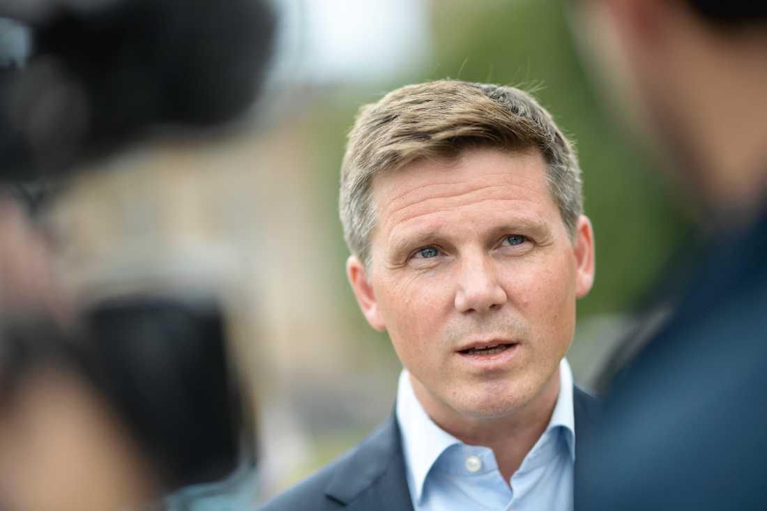 Erik Ullenhag, 47, drar tillbaka sin kandidatur till partiledarposten i Liberalerna (L).