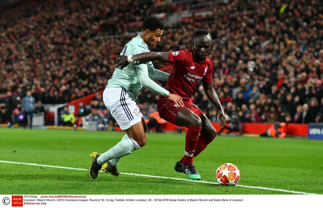 Sadio Mané i kamp med Bayern Münchens Serge Gnabry