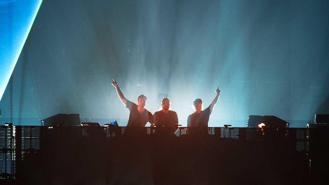 Swedish House Mafia på scen 2012.