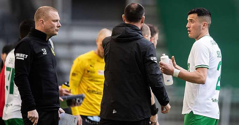 Astrit Selmani i samtal med Bajen–tränaren Stefan Billborn.