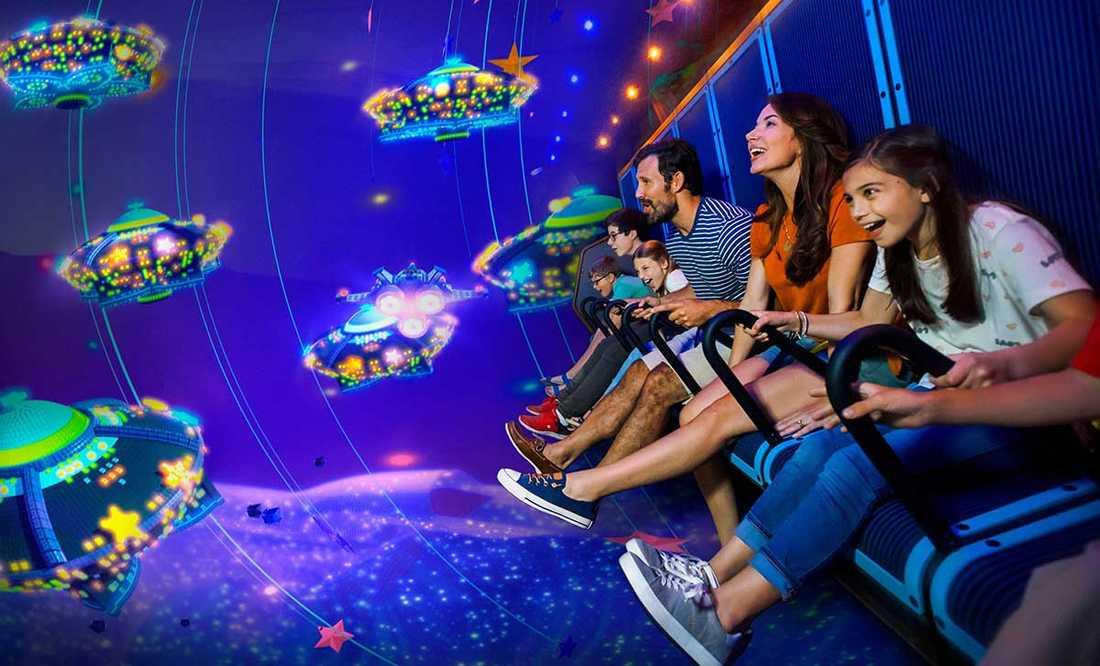 Nästa år får Legoland en flygande teater när parken bygger ut sitt område med en temapark inspirerad av Lego-filmerna.