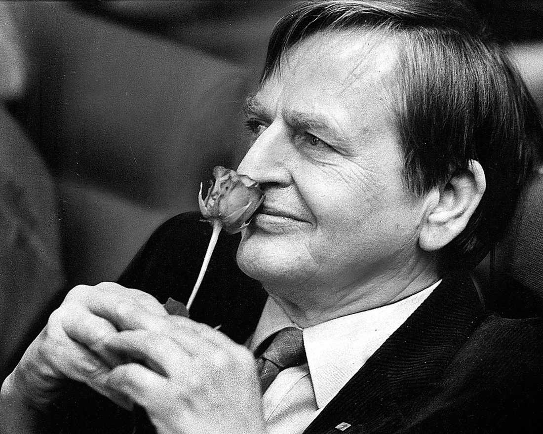 mördades för 30 år sedan Det går inte att dra likhetstecken mellan socialdemokratins förfall och mordet på Olof Palme. Problemen med att formulera en trovärdig ekonomisk politik startade inte med skotten på Sveavägen, utan att socialdemokratin klamrar sig fast vid gamla reformer i en tid som kräver nya lösningar.
