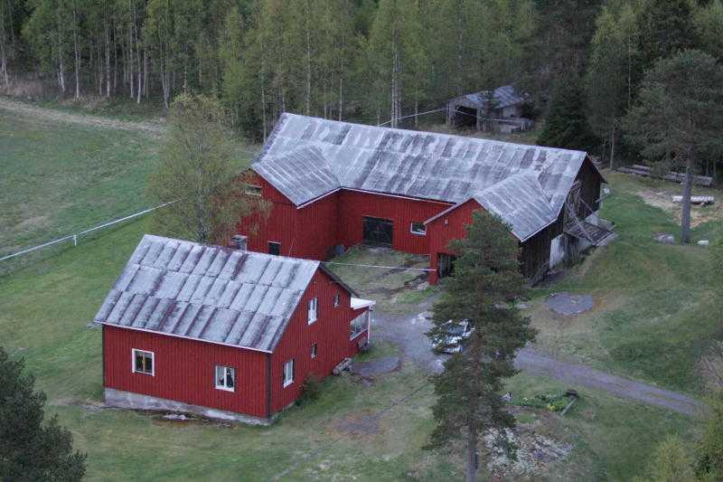 """Tor Öberg, 70, och Gerd Viklund, 67, mördades brutalt för åtta år sedan på sin gård i Brattås utanför Härnösand. I """"Efterlyst"""" i kväll presenterar polisen nya spår som kopplas till mördarna."""