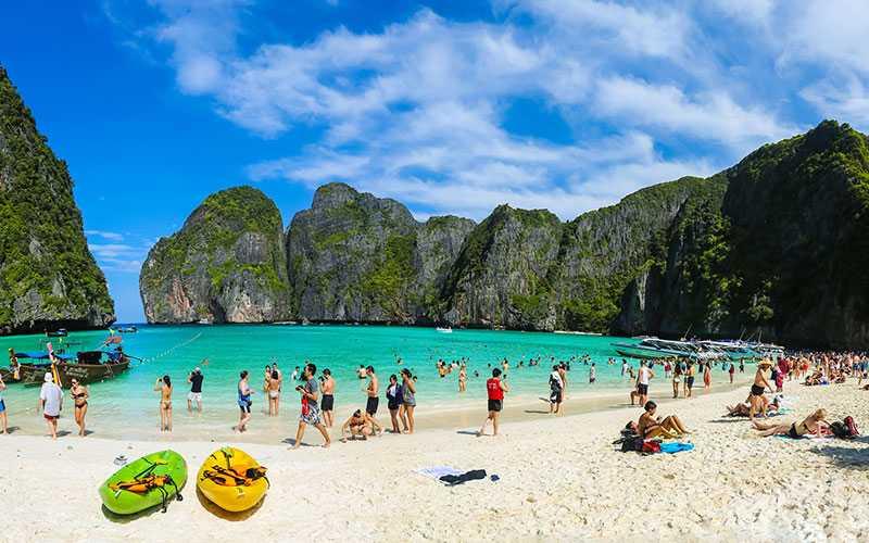 Trots förra veckans bomdåd vill svenskarna till Thailand. Men resebolagen berättar att de fått mycket frågor efter händelsen.