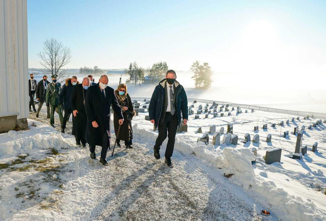 Norges kung Harald, drottning Sonja och kronprins Haakon vid besöket i Gjerdrum.