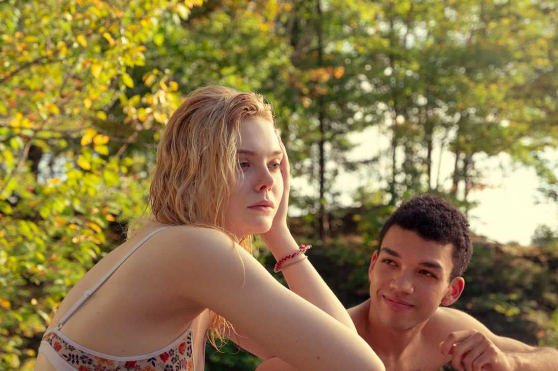 "Violet (Elle Fanning) och Theodore (Justice Smith) i ""All the bright places"" som har premiär på Netflix den 28 februari."