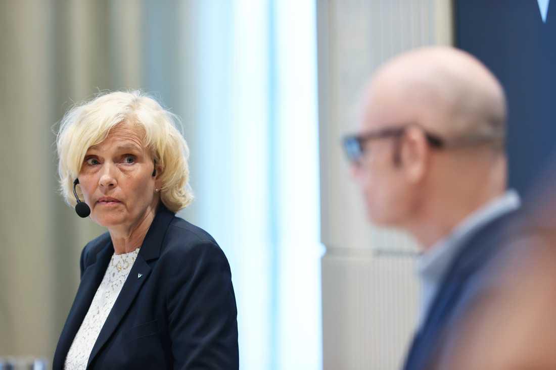 Ann Söderström, hälso- och sjukhusdirektör i Västra Götalandsregionen, och Thomas Wahlberg, chef för smittskyddet, under regionens pressträff på torsdagen.