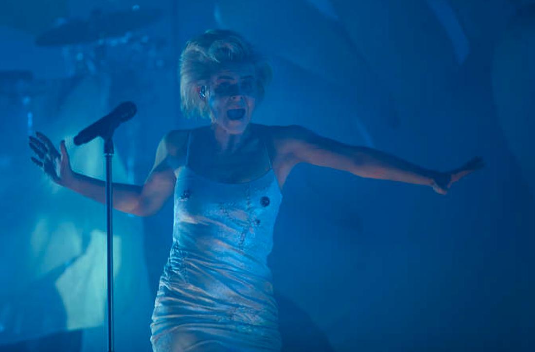 """Waaaaaaaarrrrggh. Så här kul kan det vara att framföra """"Indestructible"""" och """"Be mine"""" i Malmö."""