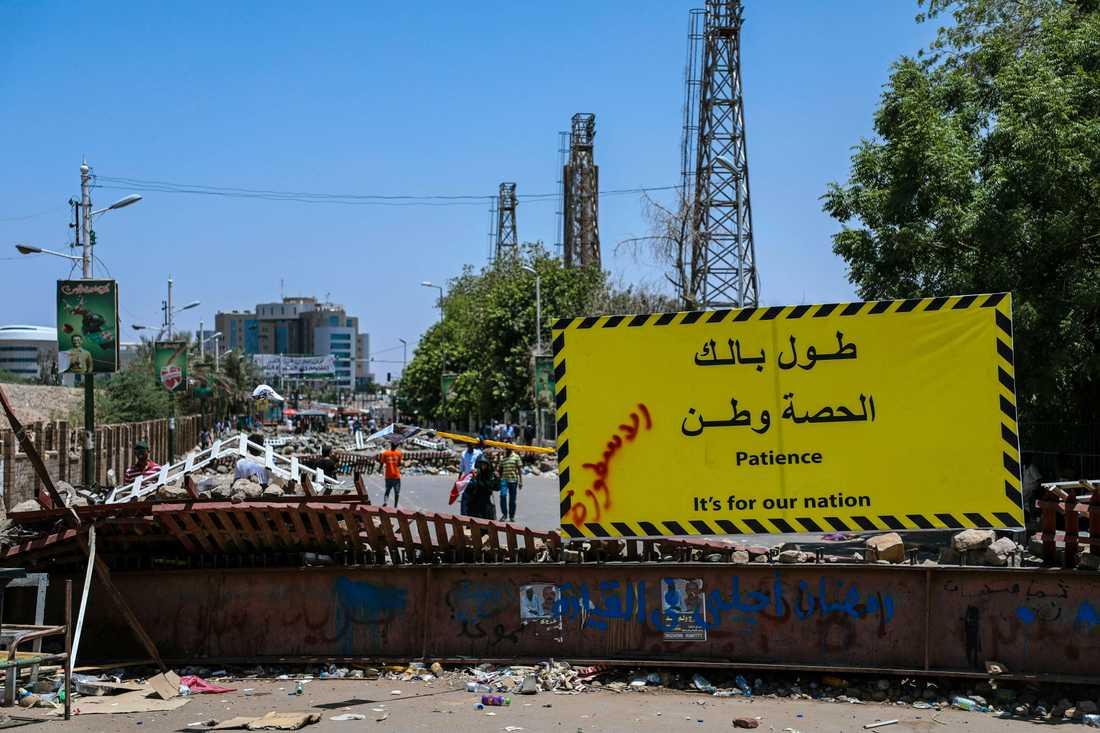 Demonstranter har spärrat av vägar och broar i Sudans huvudstad Khartum och i Omdurman. Arkivbild.