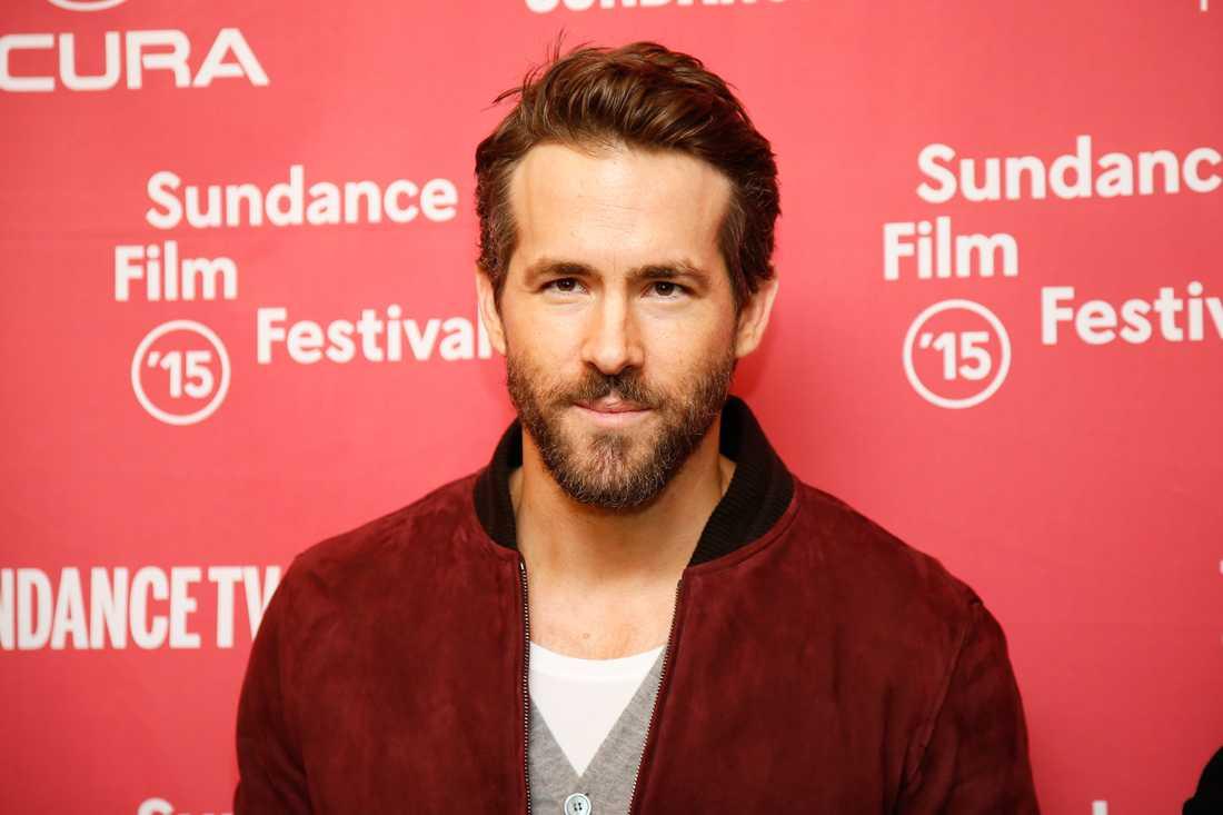 Ryan Reynolds spelar rollen som Deadpool.