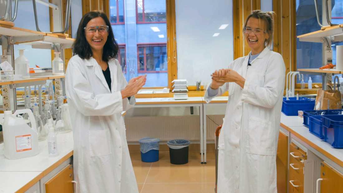 """""""Det var bara så att vi helt plötsligt insåg att det fanns ingen handsprit i hela länet och så satte vi igång att producera handsprit"""", säger Berit Olofsson, kemist."""
