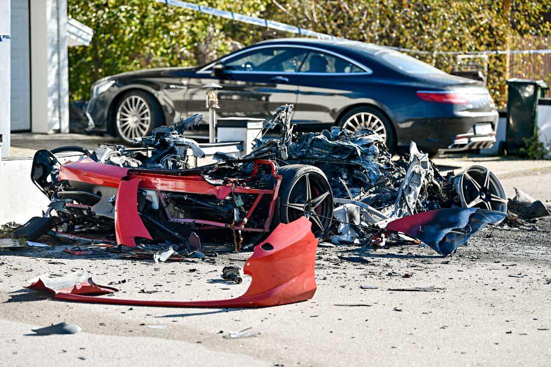 29-åringens leasade Ferrari exploderade mystiskt.