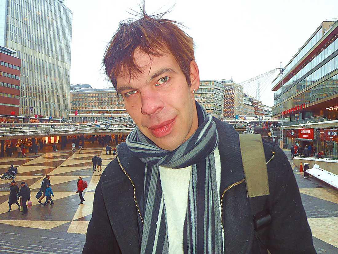 """RINGDE KANAL 5 Johan Finne, 42, blev tvungen att köpa en ny hemnyckel efter att ha sett programmet """"Fenomen"""" med Uri Geller."""